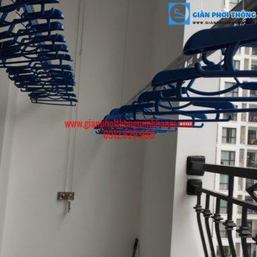 Nhà cô Vĩ lắp giàn phơi nhập khẩu Singapore phòng 12a12 R1A, Royal Citys