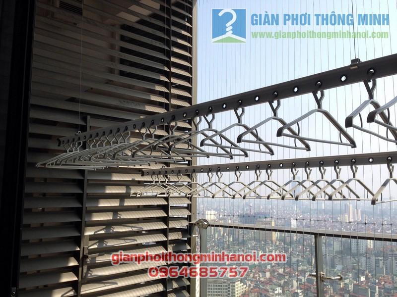 Giàn phơi nhập khẩu Singapore nhà anh Hậu tháp IPH Xuân Thủy, Cầu Giấy 04