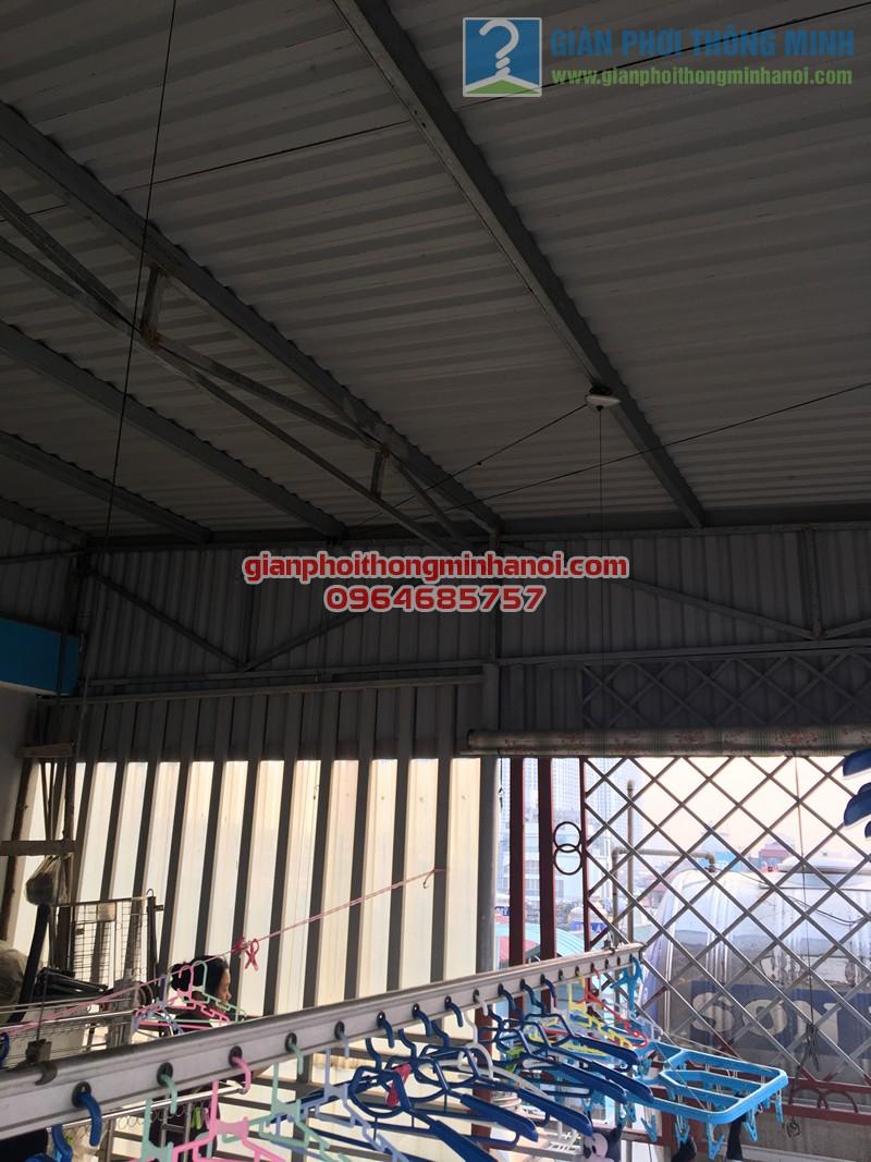 Sửa giàn phơi thông minh gặp sự cố hỏng tay quay tại nhà chị Thảo, Thái Hà - 02