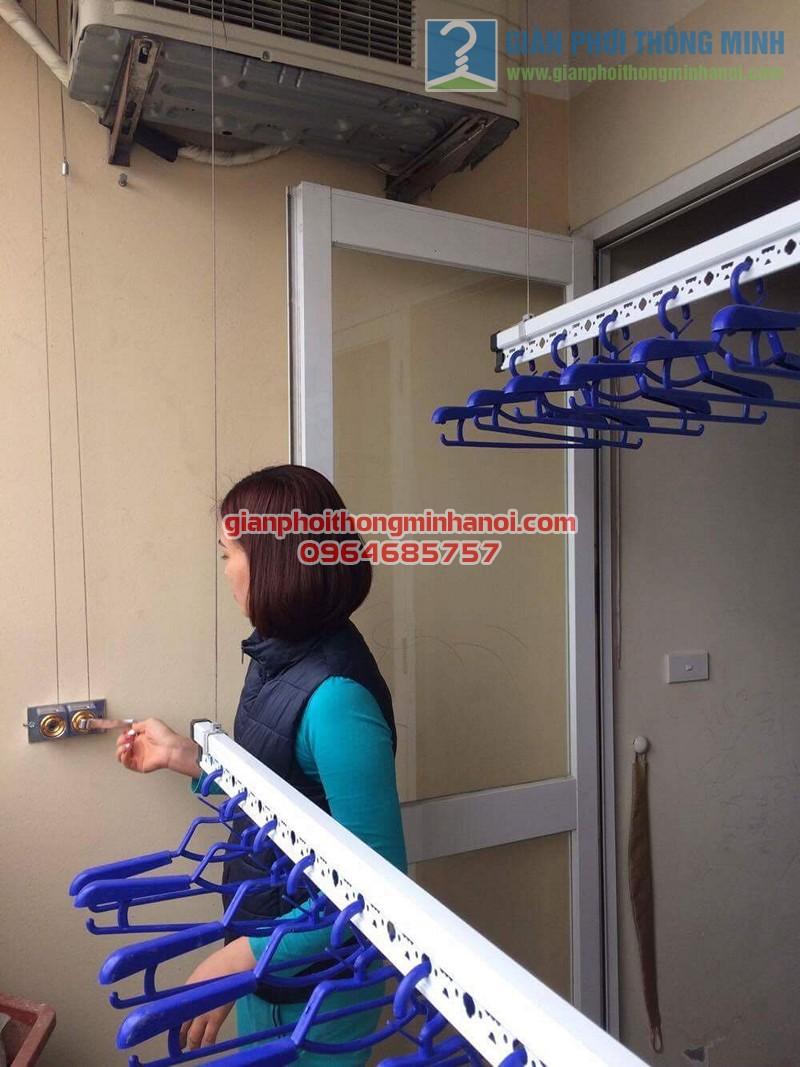 Ban công đẹp gọn hơn nhờ lắp đặt giàn phơi nhập khẩu Thái Lan nhà chị Thương, KĐT Sài Đồng - 04
