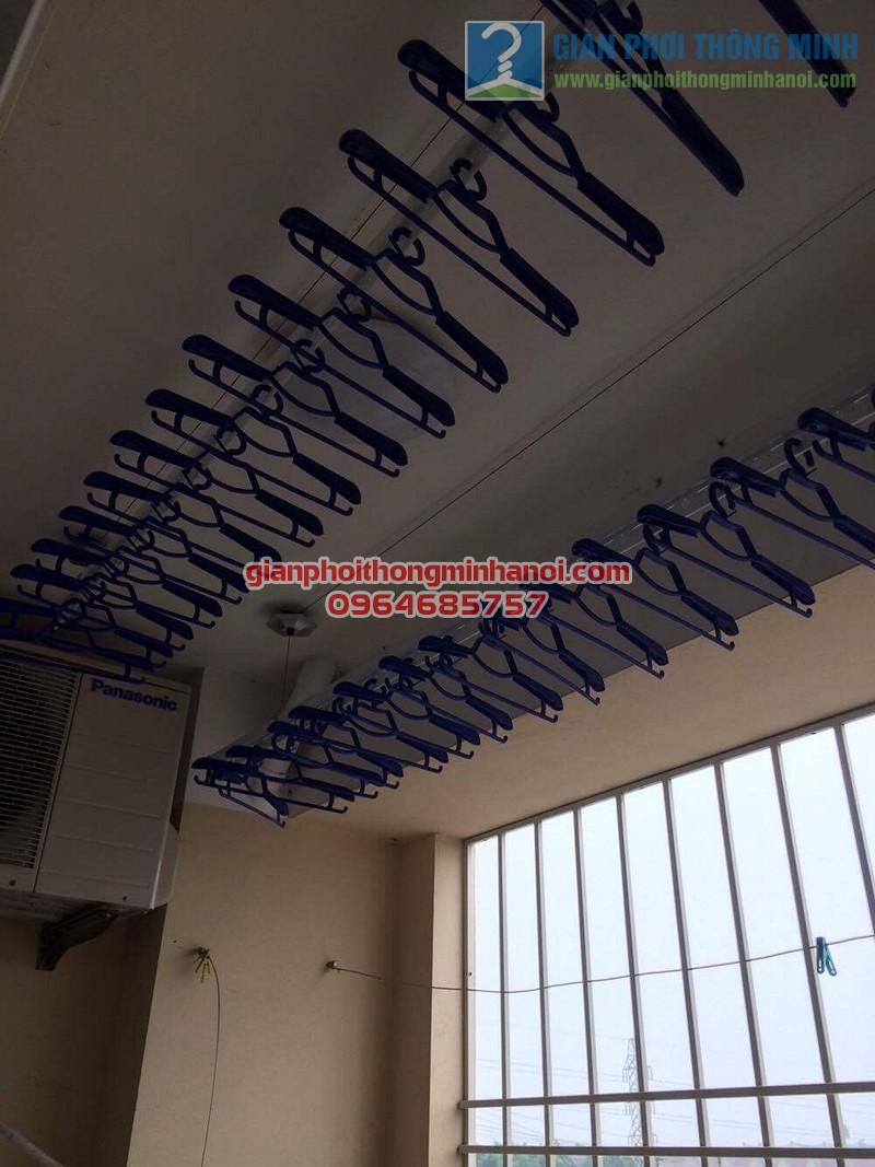 Ban công đẹp gọn hơn nhờ lắp đặt giàn phơi nhập khẩu Thái Lan nhà chị Thương, KĐT Sài Đồng - 02