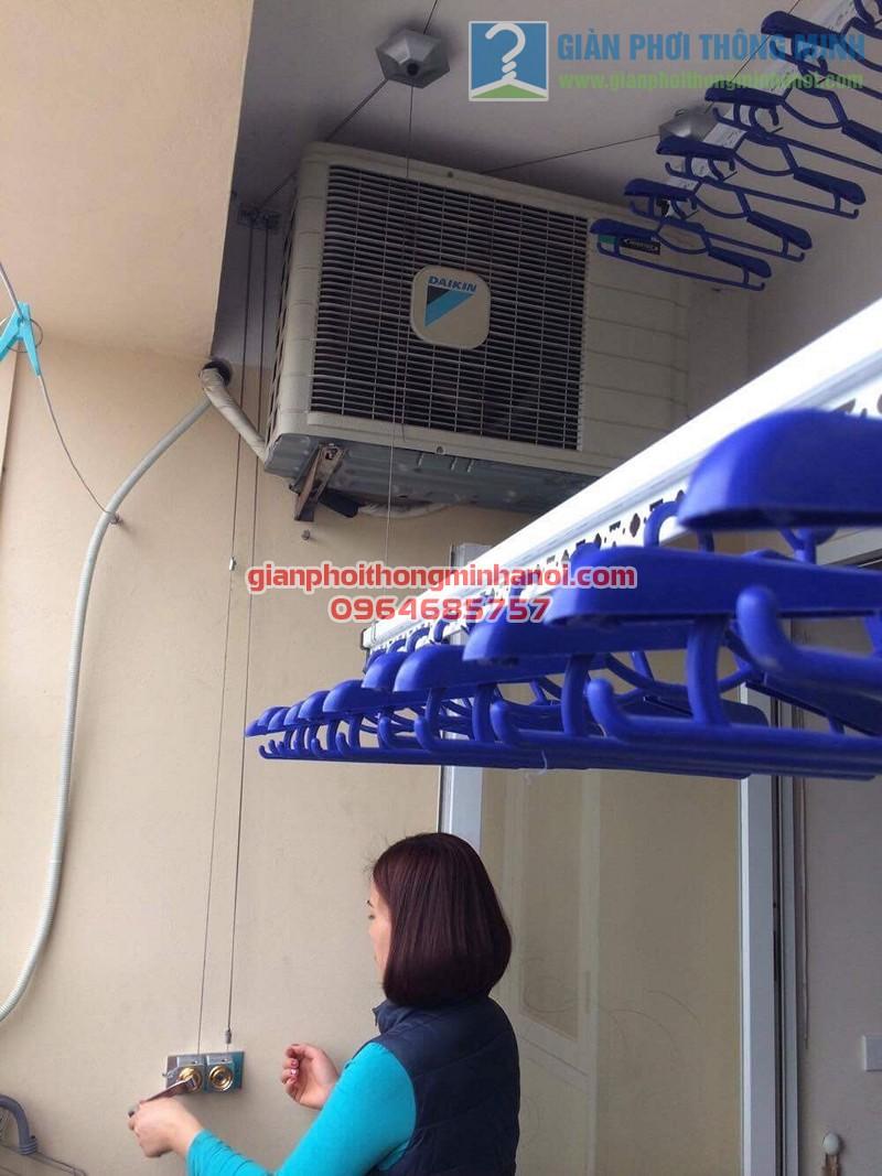 Ban công đẹp gọn hơn nhờ lắp đặt giàn phơi thông minh nhà chị Thương, KĐT Sài Đồng