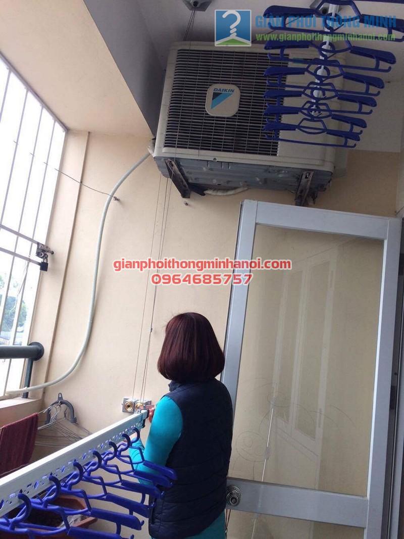 Ban công đẹp gọn hơn nhờ lắp đặt giàn phơi nhập khẩu Thái Lan nhà chị Thương, KĐT Sài Đồng - 05