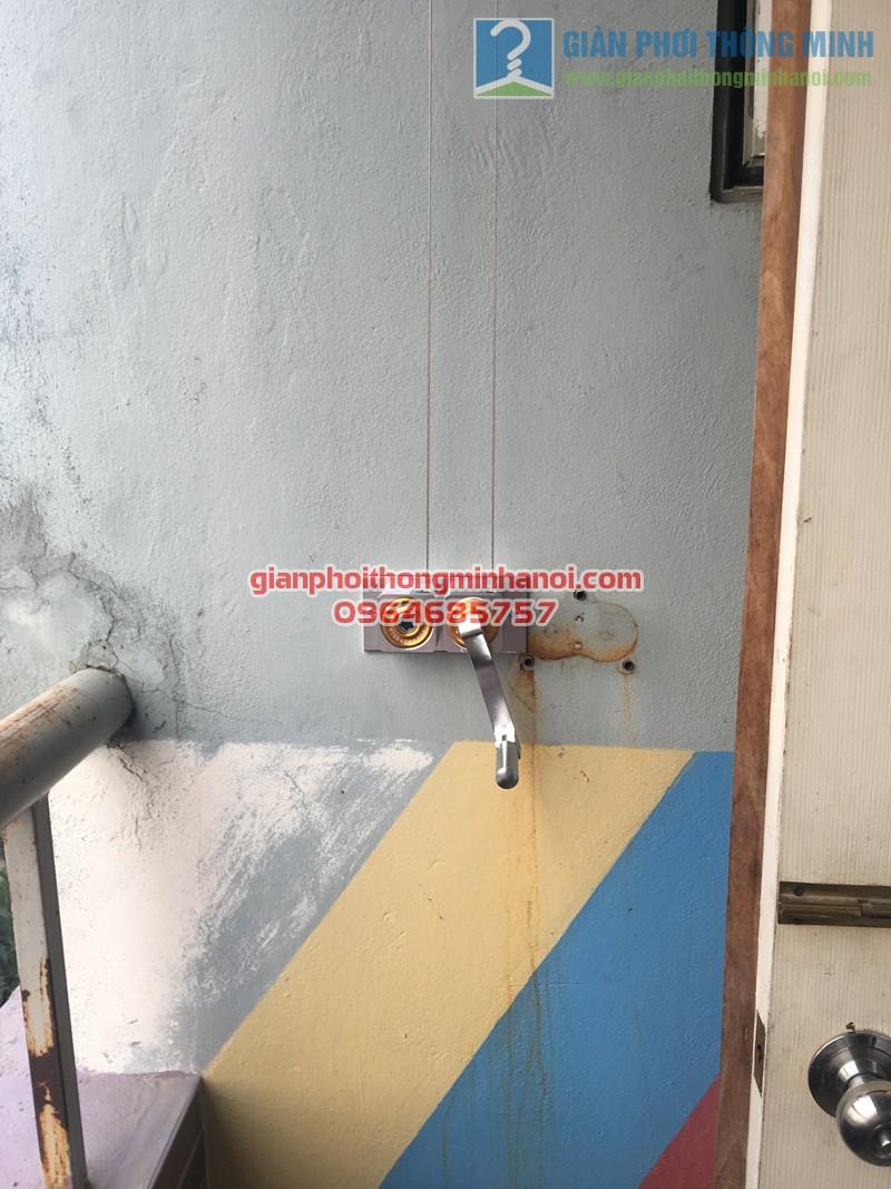 Ban công nhỏ hẹp khác lạ nhờ lắp đặt giàn phơi nhập khẩu Singapore nhà chị Đào, CT2A Xa La - 06