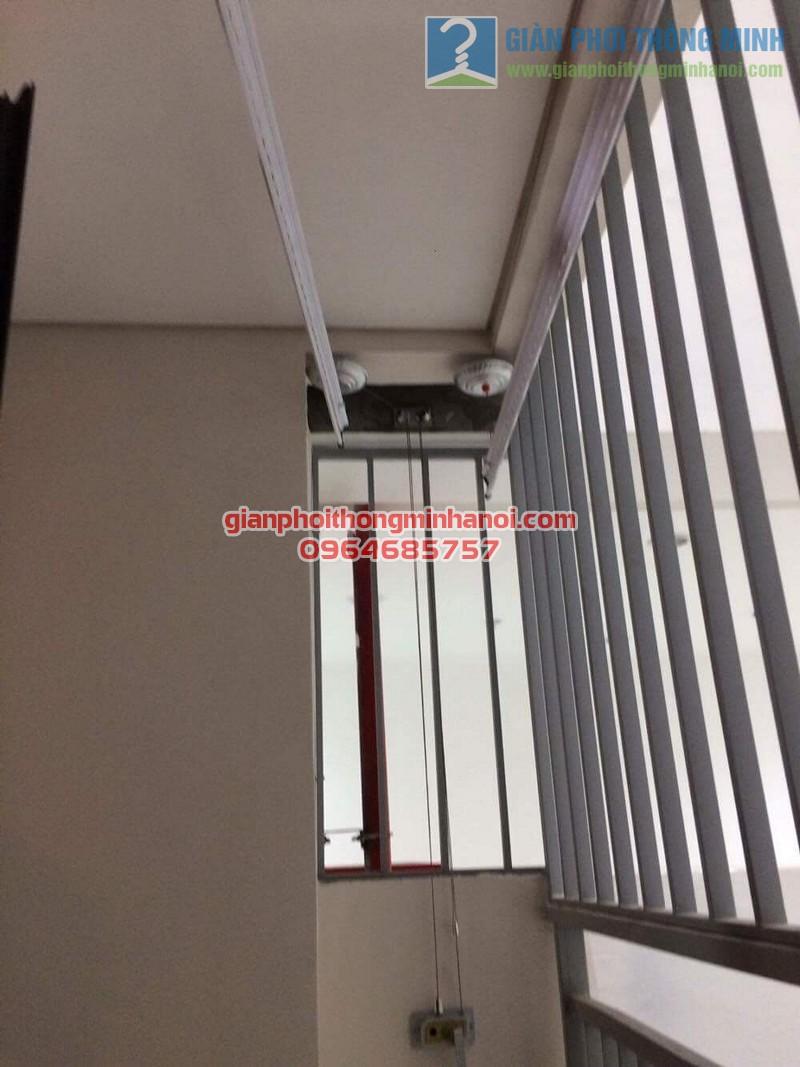 Lắp đặt giàn phơi nhập khẩu tự động tăng độ thoáng ban công nhà chị Lan, Mipec Long Biên - 01