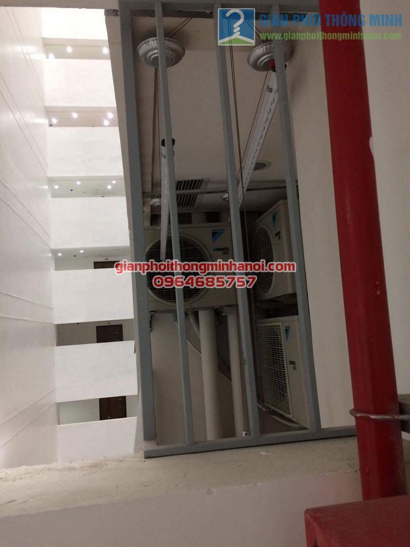 Lắp đặt giàn phơi thông minh nhập khẩu tự động tăng độ thoáng ban công nhà chị Lan, Mipec Long Biên - 02
