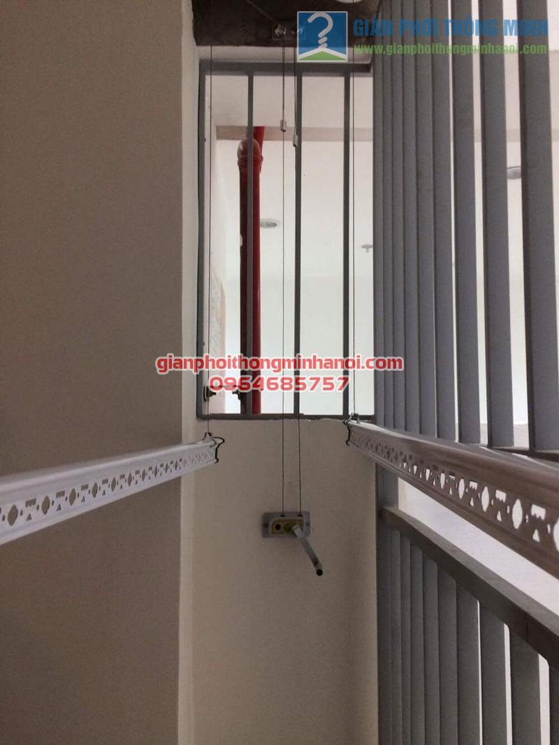 Lắp đặt giàn phơi thông minh tăng độ thoáng ban công nhà chị Lan, Mipec Long Biên