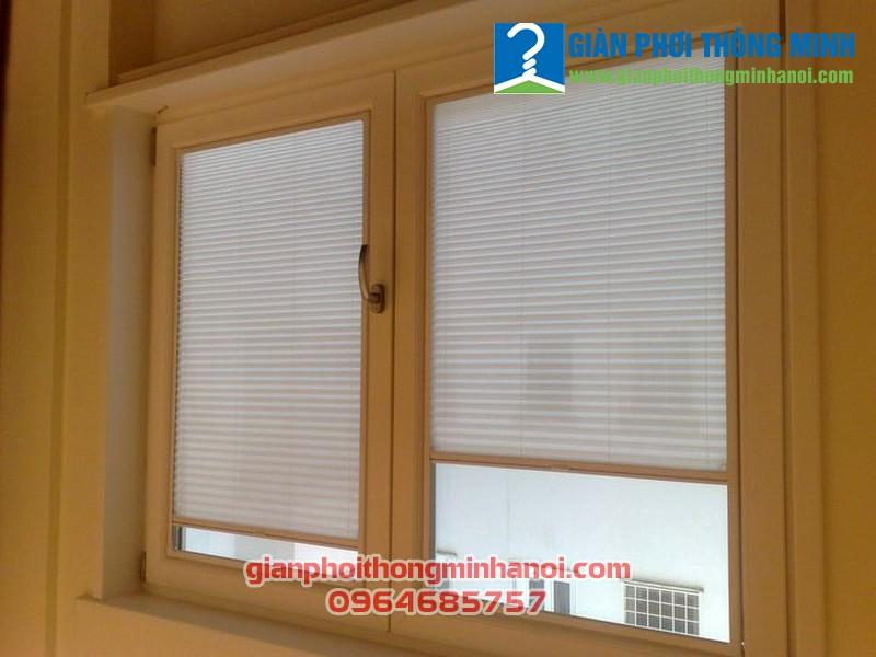 Lắp đặt cửa lưới chống muỗi tự cuốn cho cửa sổ