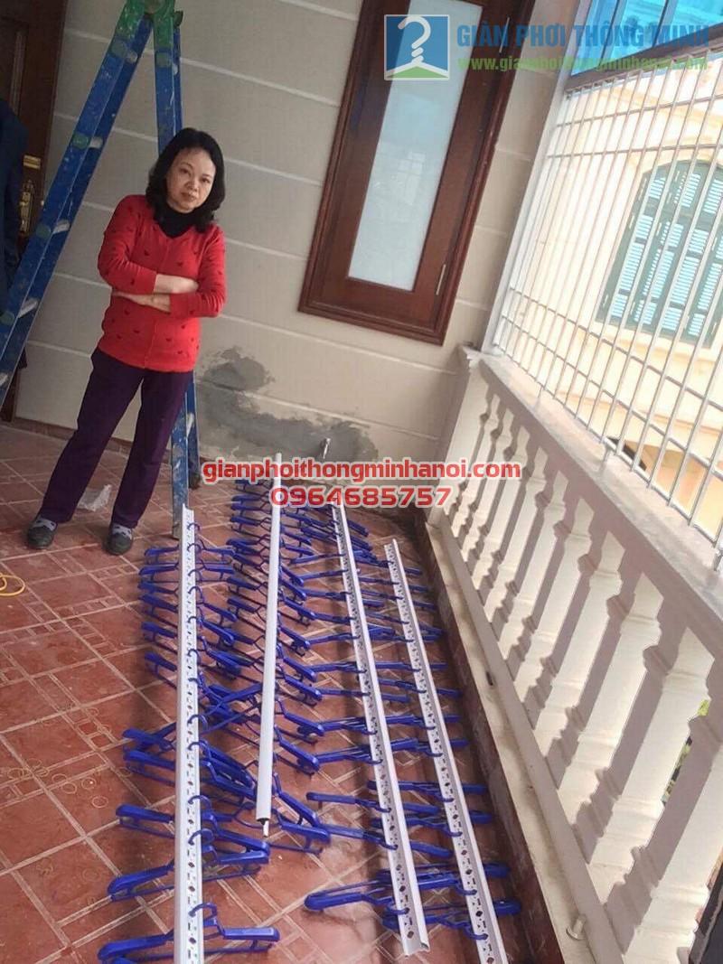 Lắp đặt giàn phơi nhập khẩu Thái Lan cho sân phơi trần mái tôn nhà cô Lam, KBT Văn Quán - 02