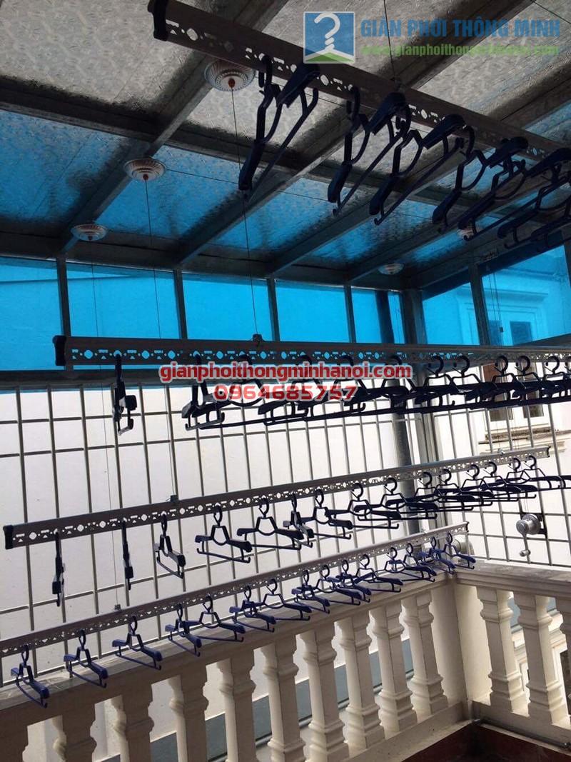 Lắp đặt giàn phơi nhập khẩu Thái Lan cho sân phơi trần mái tôn nhà cô Lam, KBT Văn Quán - 04