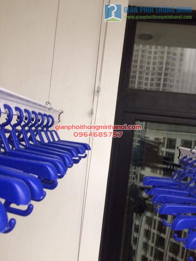 Lắp đặt giàn phơi thông minh nhà chị Vân P1605, tòa R4, Royal City