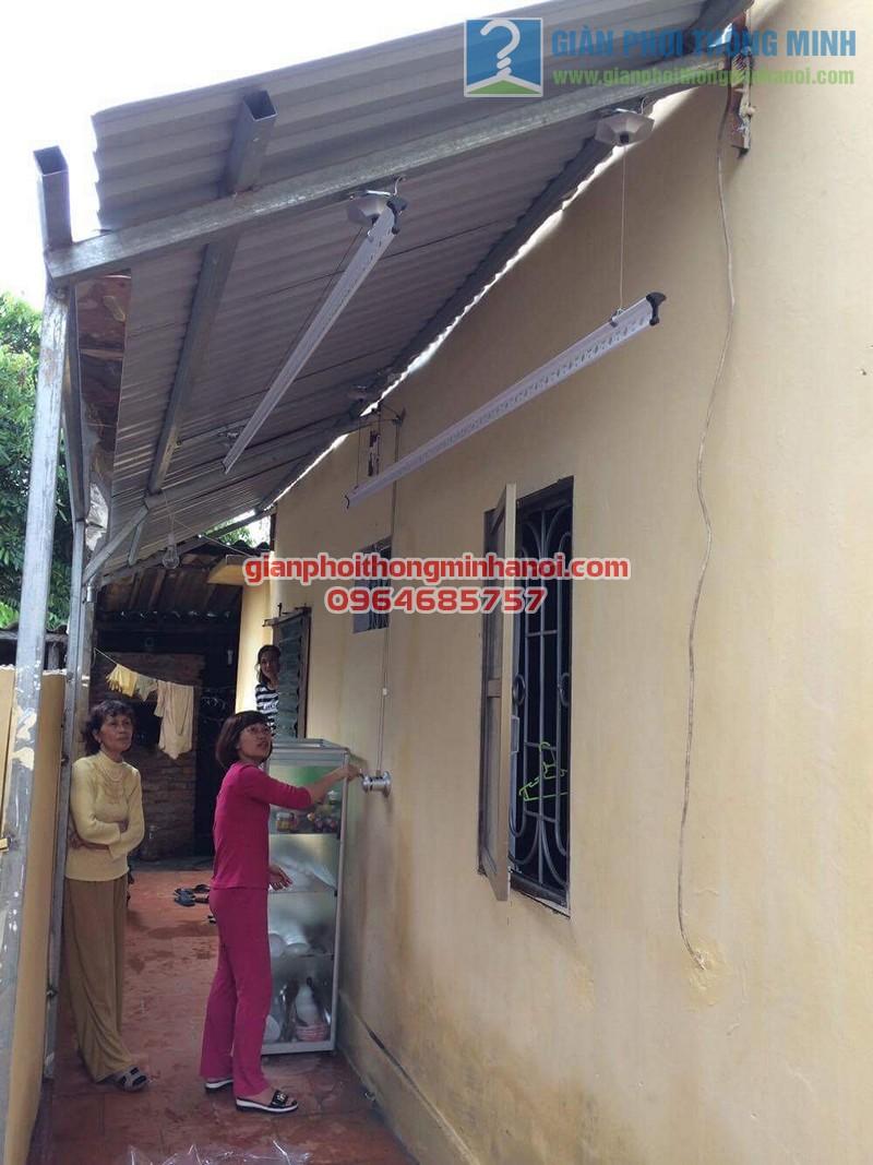Lắp đặt giàn phơi thông minh Hàn Quốc trên nền trần mái tôn chéo nhà chị Trang