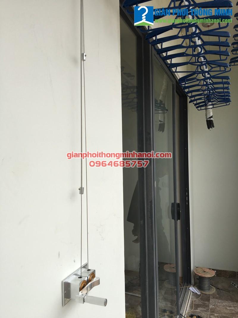 Lắp giàn phơi thông minh Duy Lợi kết hợp lưới an toàn ban công cho nhà chị Thắm A2002 khu Ecolife Tây Hồ