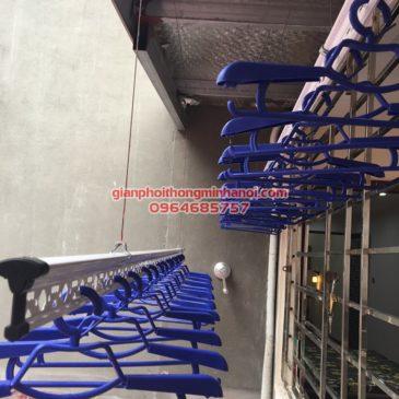 Lắp giàn phơi nhập khẩu tự động ở mái hiên trần mái tôn nhà anh Tuấn, số 35 Hàng Đường