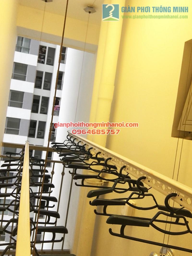 Hình ảnh thực tế bộ giàn phơi quần áo cao cấp tại lô gia nhà chị Phương