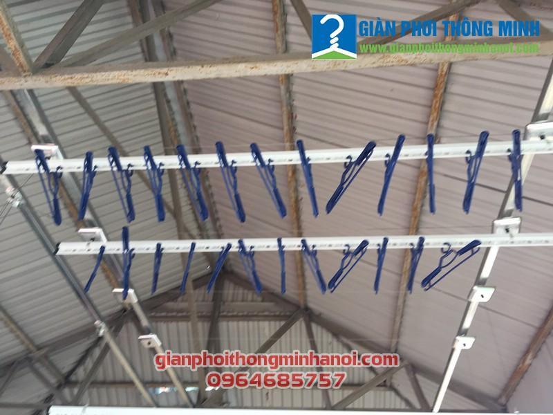 Lắp bộ đôi giàn phơi Hoà Phát khu vực mái tôn nhà chị Thảo, 217 Yên Hòa Cầu Giấy