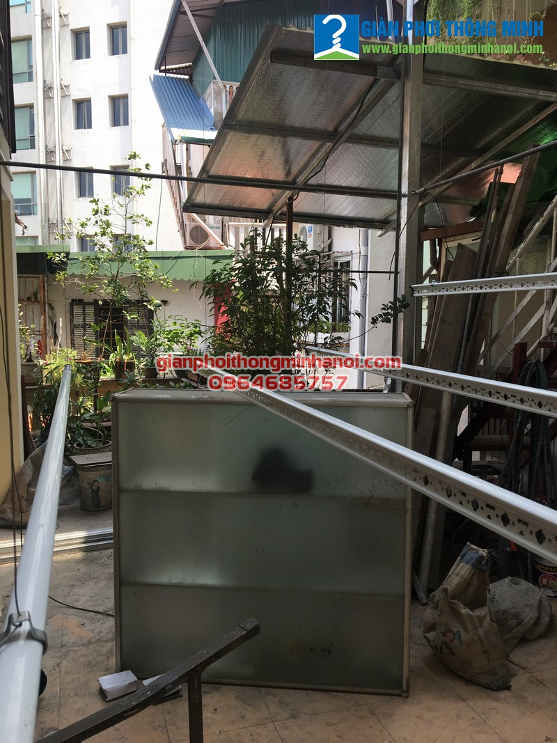 Lắp giàn phơi quần áo cho nhà Giáo Sư Thái Thanh Sơn, Đại Học Mở số 5A Phan Huy Chú
