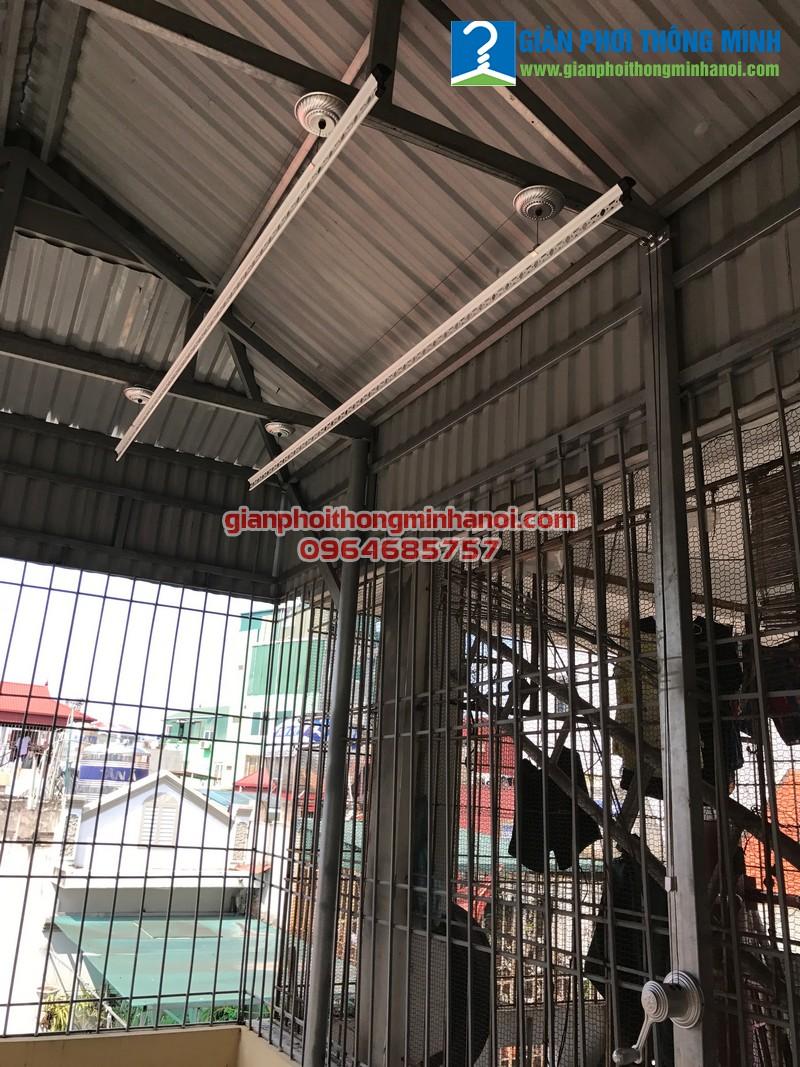Lắp giàn phơi quần áo khu vực mái tôn cho nhà chị Thảo tại Xuân Tảo, Bắc Từ Liêm