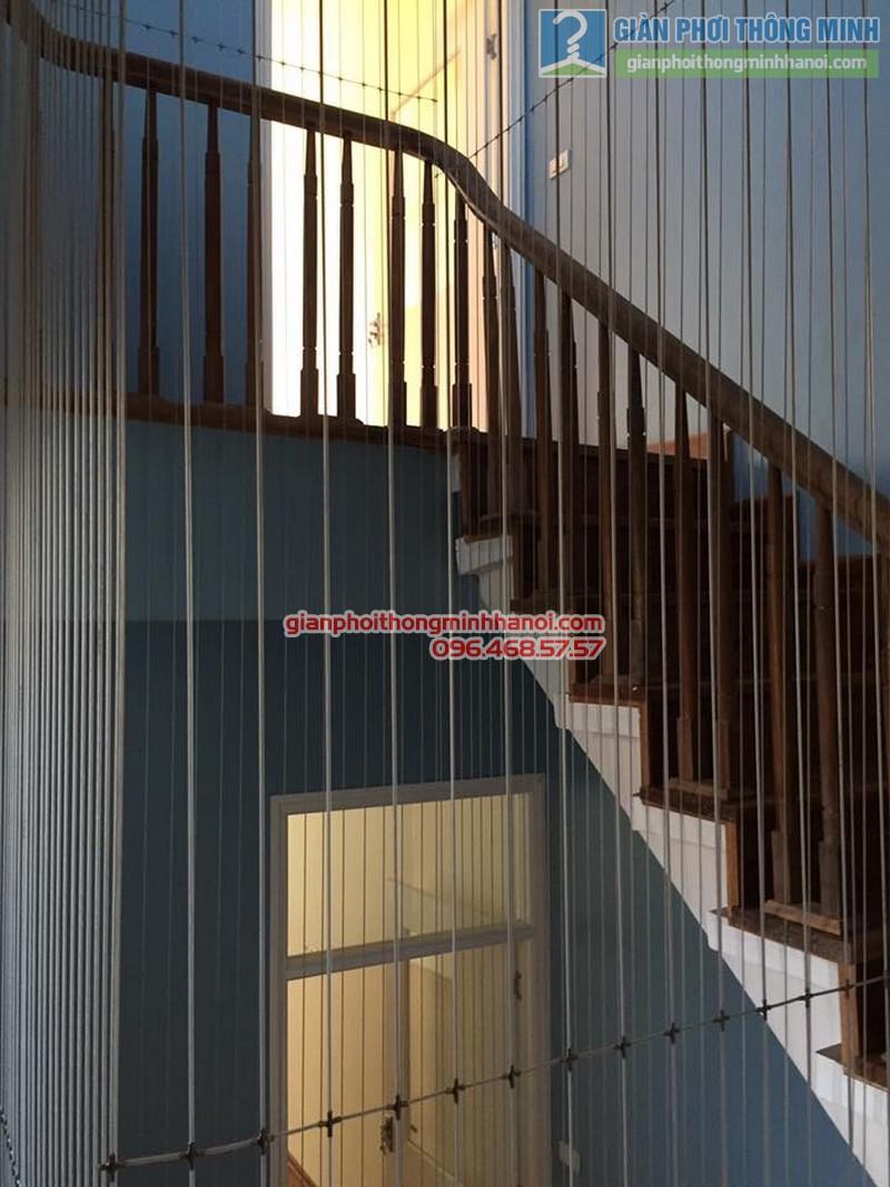 Lắp lưới an toàn cầu thang cho nhà anh Vinh - 03