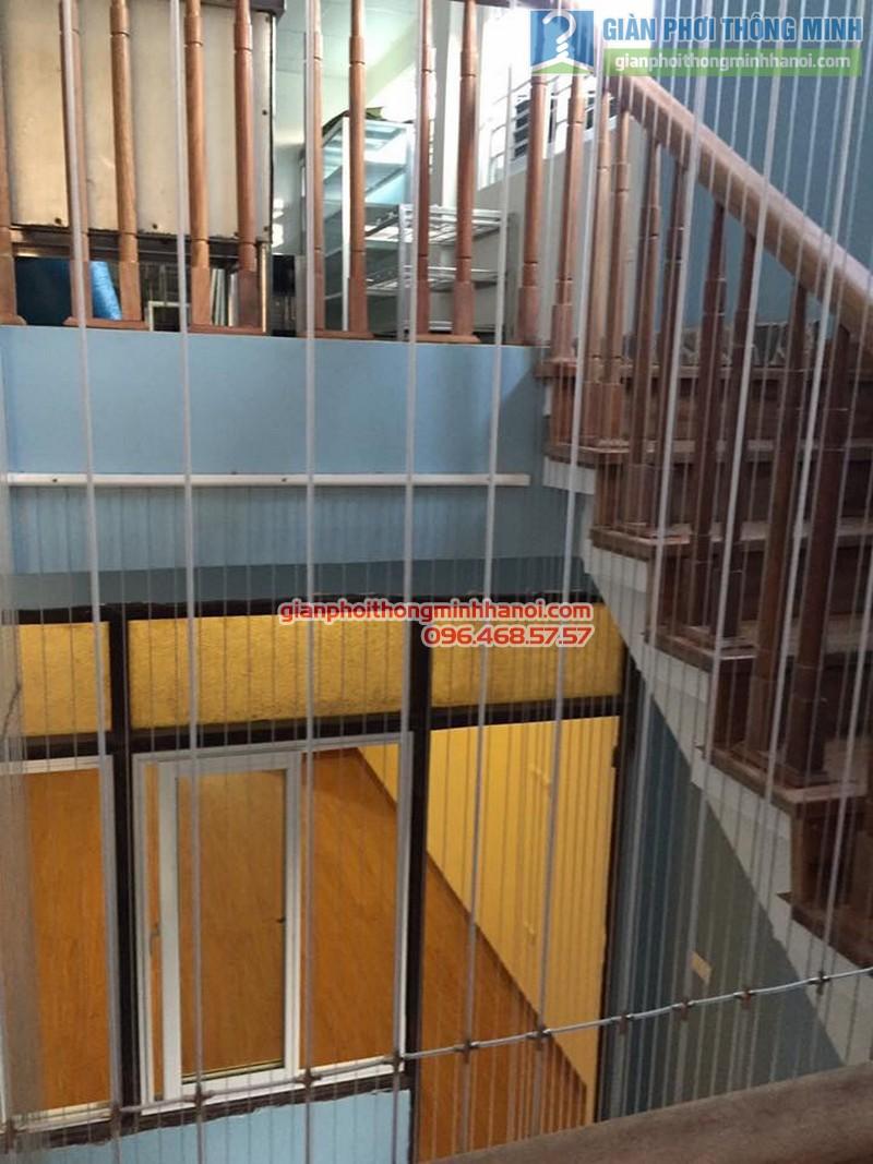 Lắp lưới an toàn cầu thang cho nhà anh Vinh - 02