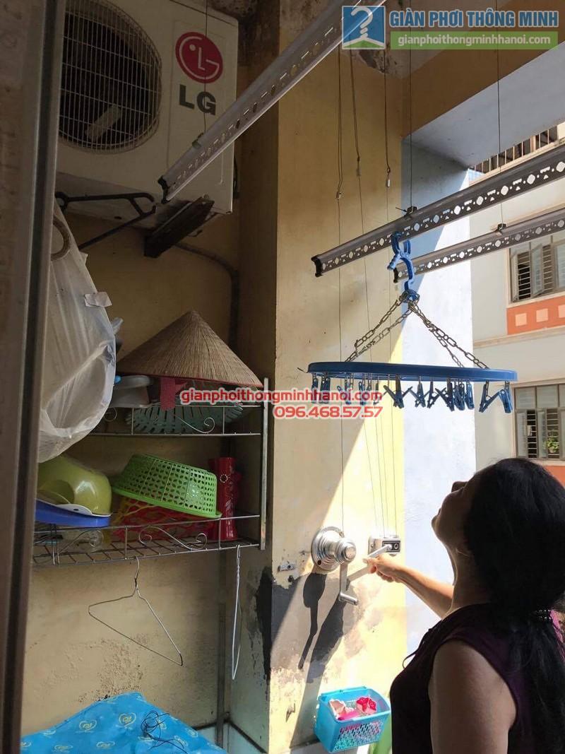 Giàn phơi Hà Nội GP990 song hành cùng giàn phơi giá rẻ trong không gian nhà cô Chi - 02