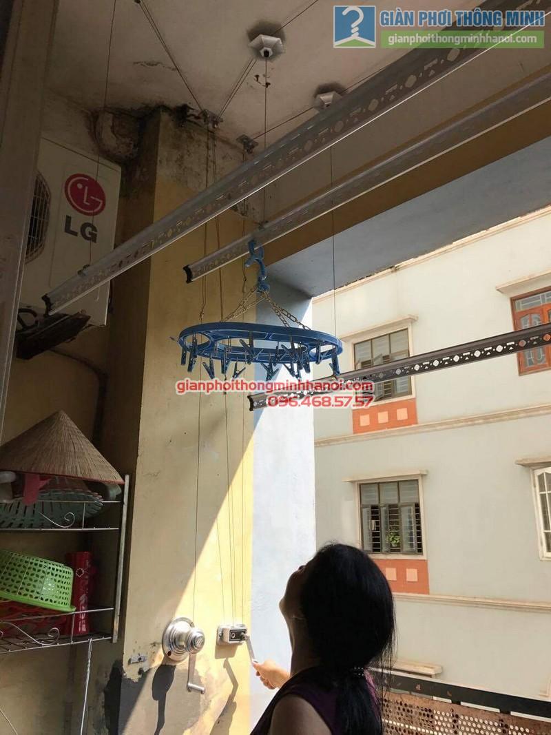 Giàn phơi Hà Nội GP990 song hành cùng giàn phơi giá rẻ trong không gian nhà cô Chi - 03