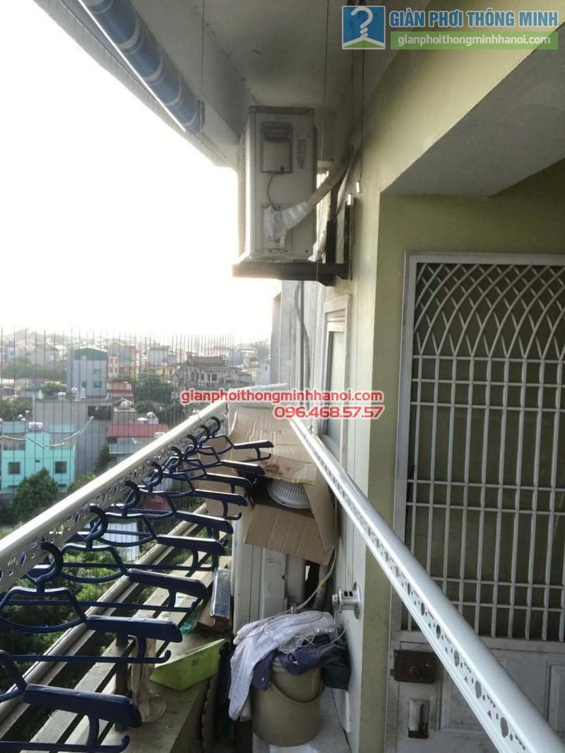 Giàn phơi Hòa Phát Air được lắp đặt gọn gàng trong ban công 2m2 nhà chị Hương