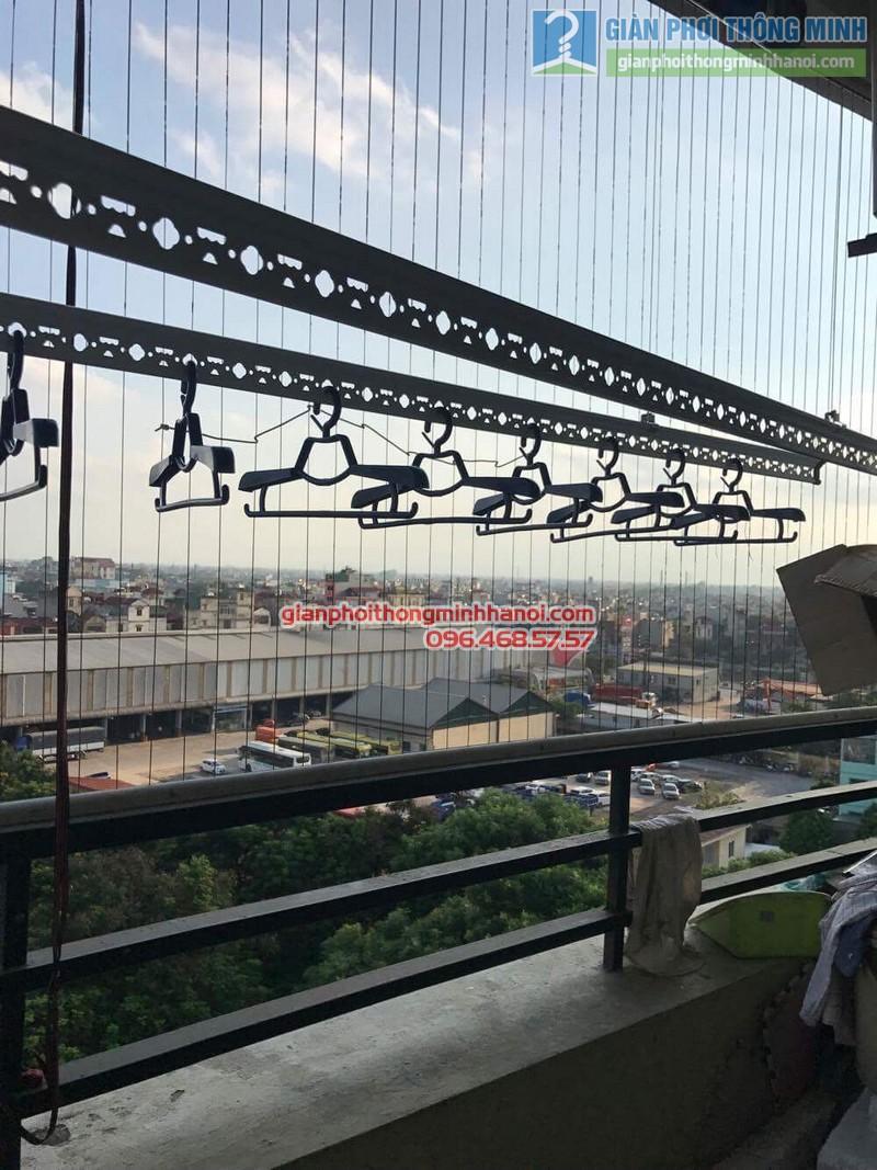 Giàn phơi Hòa Phát Air được lắp đặt gọn gàng trong ban công 2m2 nhà chị Hương - 03