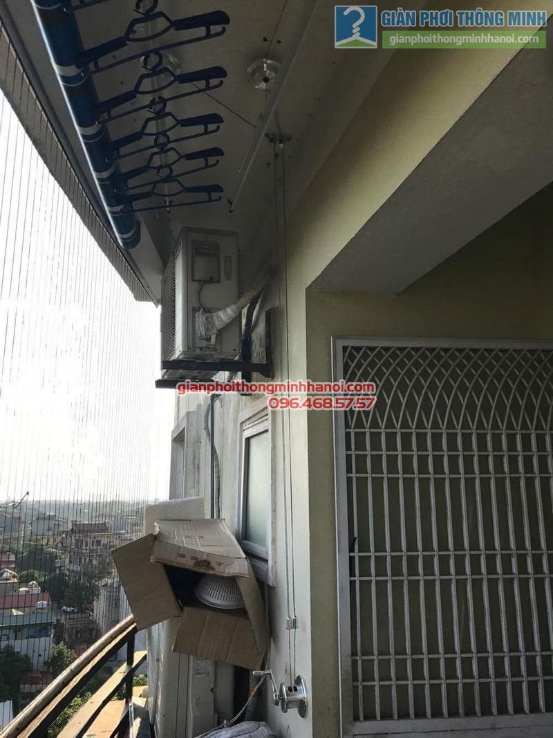 Giàn phơi Hòa Phát Air được lắp đặt gọn gàng trong ban công 2m2 nhà chị Hương - 04