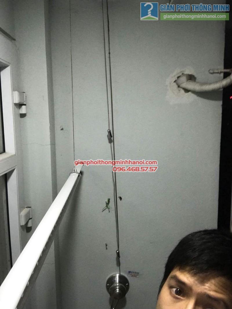 Giàn phơi thông minh giúp chị Nhung phơi đồ hiệu quả tại ban công hẹp