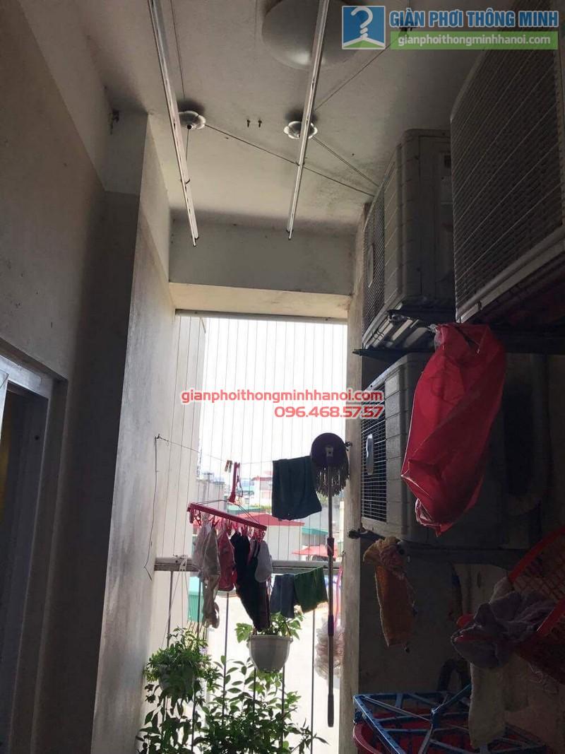 Sửa giàn phơi nhà cô Huệ, khu tập thể 20 Hàng vôi, Hoàn Kiếm