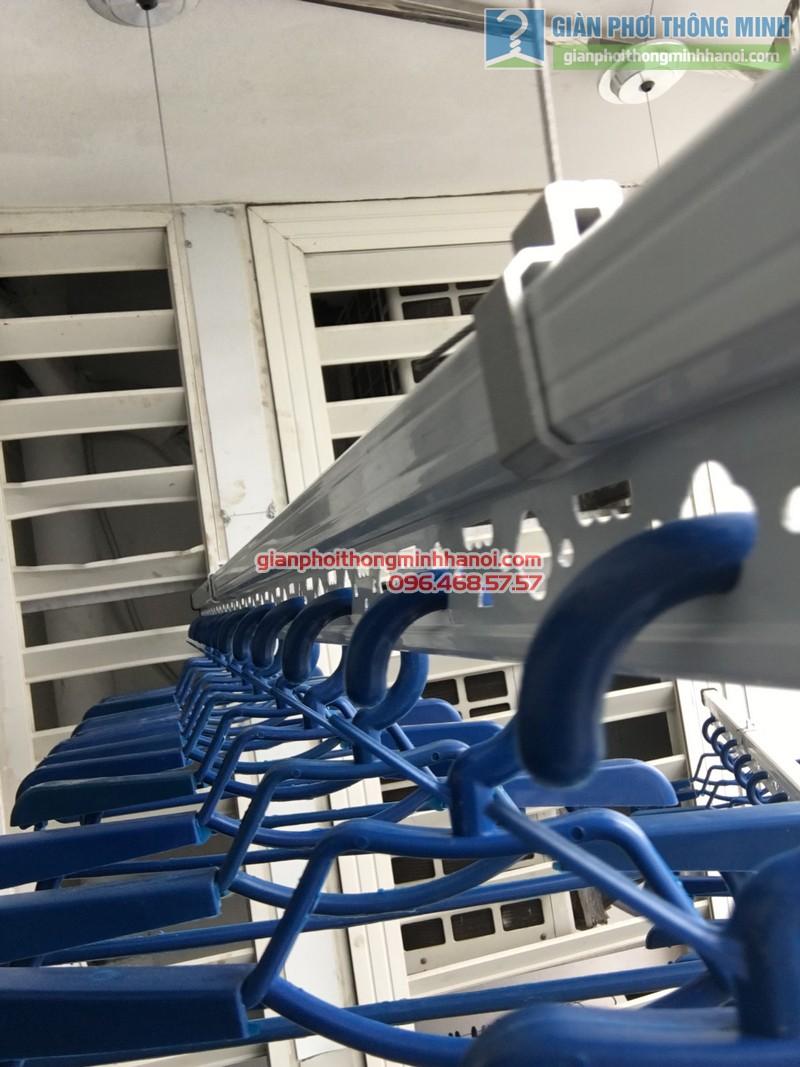 Lắp giàn phơi thông minh nhà chị Liên, P2511, Tòa R4, Royal City - 06