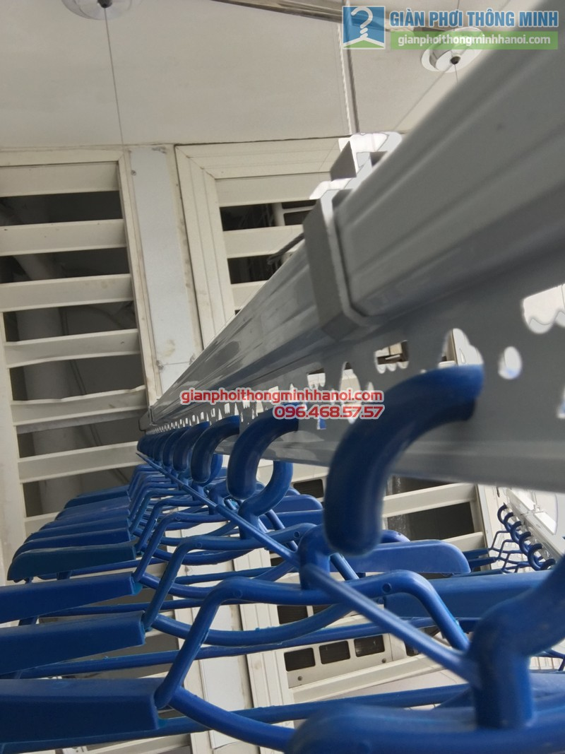 Lắp giàn phơi thông minh nhà chị Liên, P2511, Tòa R4, Royal City - 07