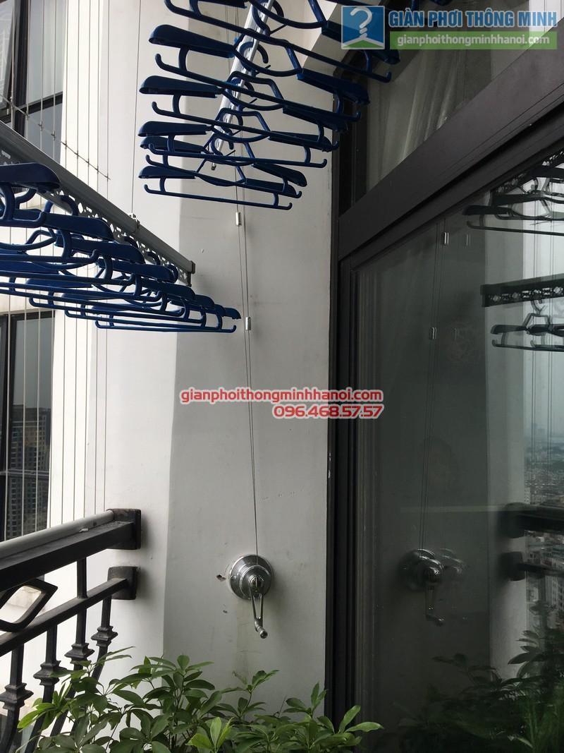 Lắp giàn phơi thông minh nhà chị Liên, P2511, Tòa R4, Royal City - 01