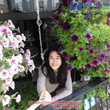 Lắp giàn phơi treo hoa đẹp mê hồn tại Royal City nhà chị Khanh