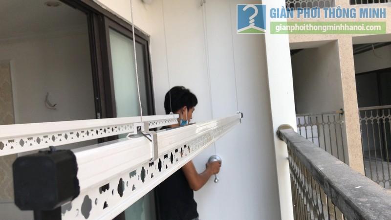 Lắp giàn phơi thông minh Đống Đa bộ tay quay liền 950 nhà chị Mùi, chung cư 36 Hoàng Cầu - 11