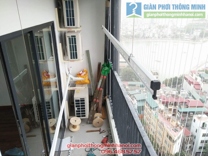 Lắp giàn phơi và lưới an toàn ban công nhà chị Phương, chung cư Five Star số 2 Kim Giang - 04