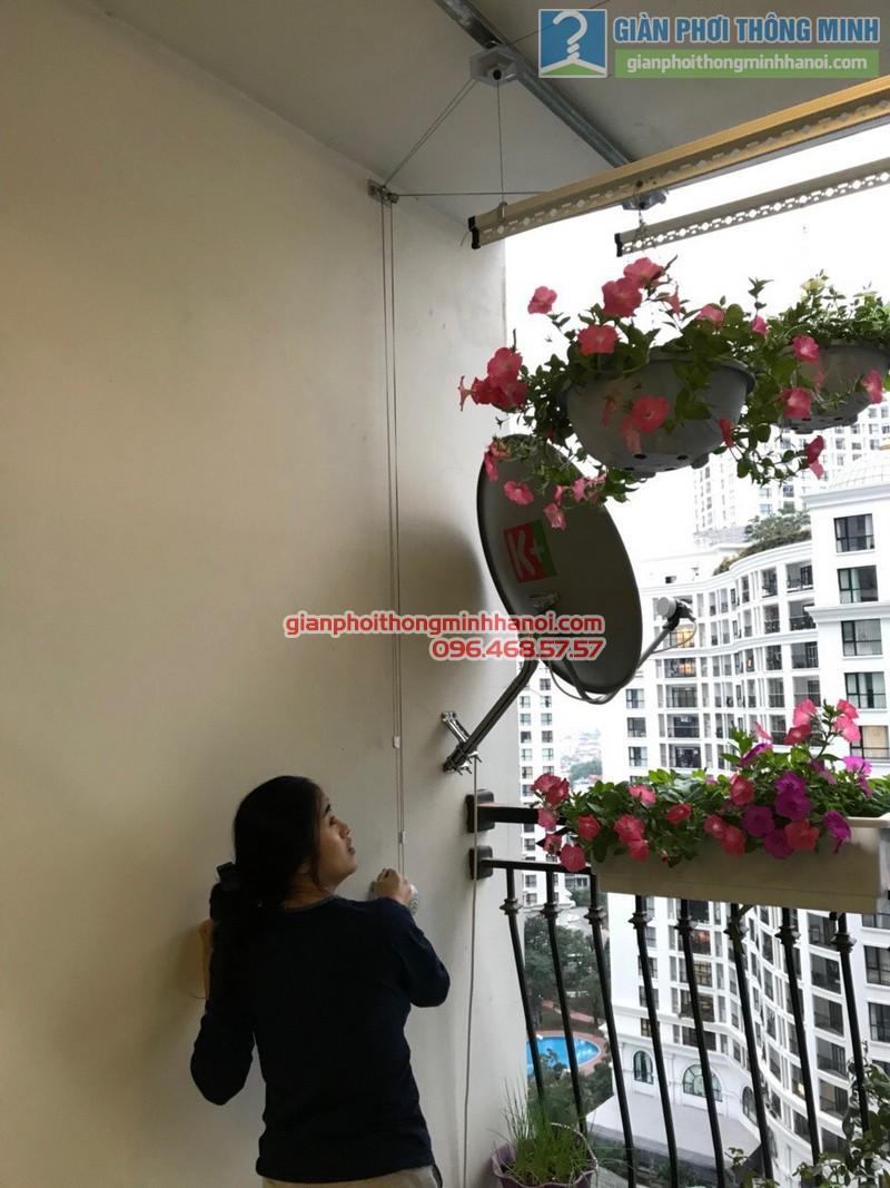 Lắp giàn phơi tại Royal City nhà chị Hoa, P12a17, Tòa R1 - 07