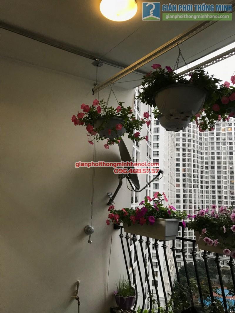 Lắp giàn phơi tại Royal City nhà chị Hoa, P12a17, Tòa R1 - 06