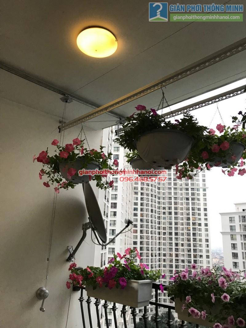 Lắp giàn phơi tại Royal City nhà chị Hoa, P12a17, Tòa R1 - 02