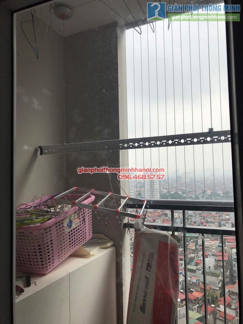Lắp giàn phơi Thanh Xuân: bộ giàn phơi tay quay liền GP950 nhà chị Lựu, chung cư Star Tower, 283 Khương Trung - 01