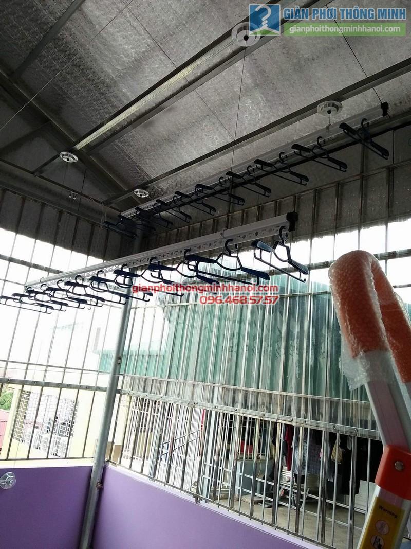 Lắp giàn phơi trần mái tôn nhà cô Mùi, Ngõ 16 Khu văn công Mai Dịch, Cầu giấy, Hà Nội - 01