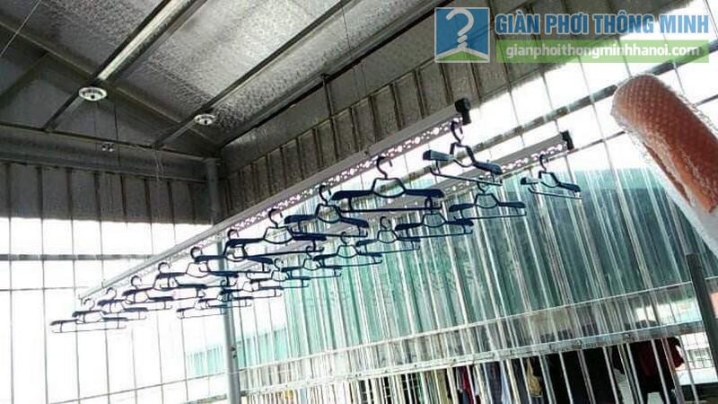 Lắp giàn phơi trần mái tôn nhà cô Mùi, Ngõ 16 Khu văn công Mai Dịch, Cầu giấy, Hà Nội - 02