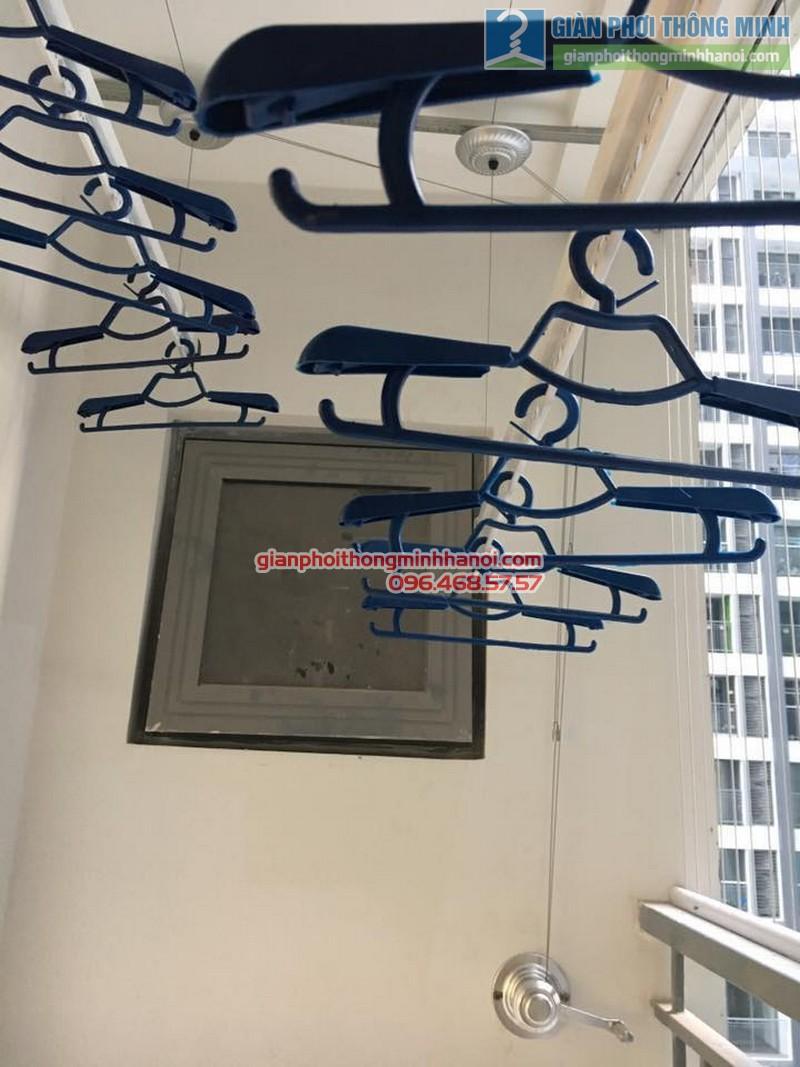 Lắp giàn phơi GP990 nhà chị Quyên, Park 10, Park Hill Times City - 03