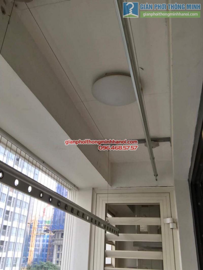 Thay dây cáp giàn phơi quần áo nhà chị Trà, tòa T18, Times City - 04
