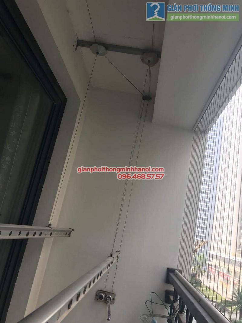 Thay dây cáp giàn phơi quần áo nhà chị Trà, tòa T18, Times City - 08