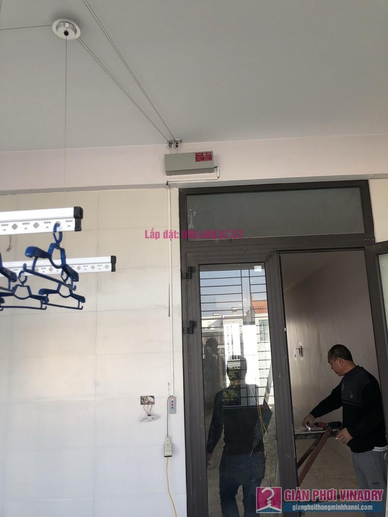Lắp giàn phơi bấm điện và giàn phơi tay quay liền GP701 nhà chú Khải, khu tái định cư X2A, Yên Sở, Hoàng Mai, Hà Nội - 06