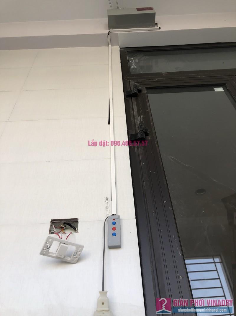 Lắp giàn phơi bấm điện và giàn phơi tay quay liền GP701 nhà chú Khải, khu tái định cư X2A, Yên Sở, Hoàng Mai, Hà Nội - 07