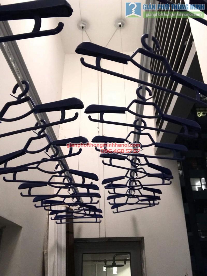 Lắp giàn phơi thông minh Hòa Phát 999B nhà chị Yến, Park 12, Park Hill, Times City - 03