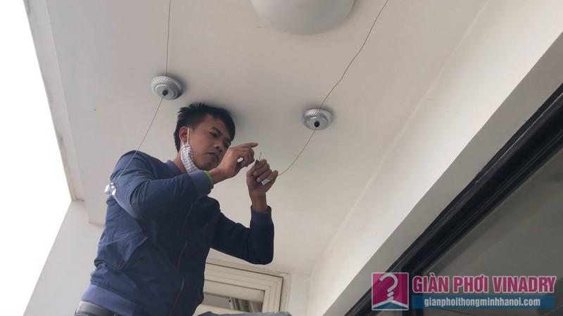 Lắp giàn phơi Thanh Xuân bộ tay quay liền 950 nhà cô Mỵ tòa R4, Royal City - 02
